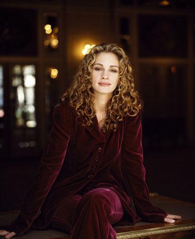 Джулия Робертс в шикарном бордовом костюме