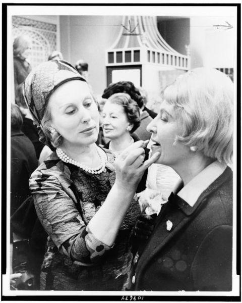 Эсте Лаудер с женщинами