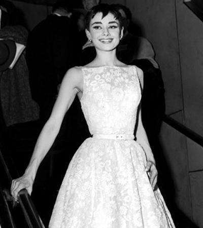 Одри Хепберн в белом платье