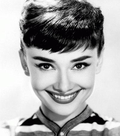 Одри Хепберн улыбается