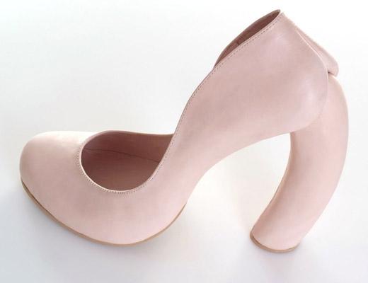 Туфли с выгнутым каблуком Коби Леви