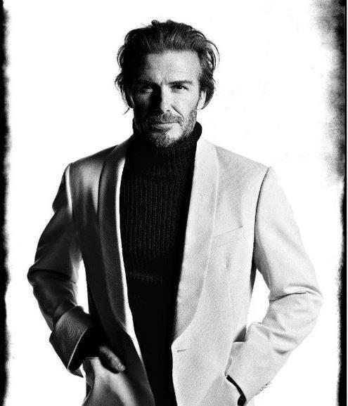 Девид Бекхэм в белом пиджаке