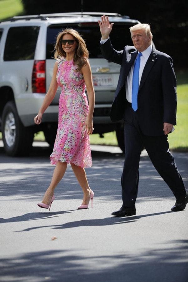 Мелания Трамп в розовом платье