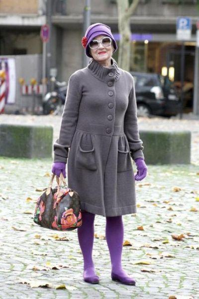 женщина в фиолетовой стильной шляпке