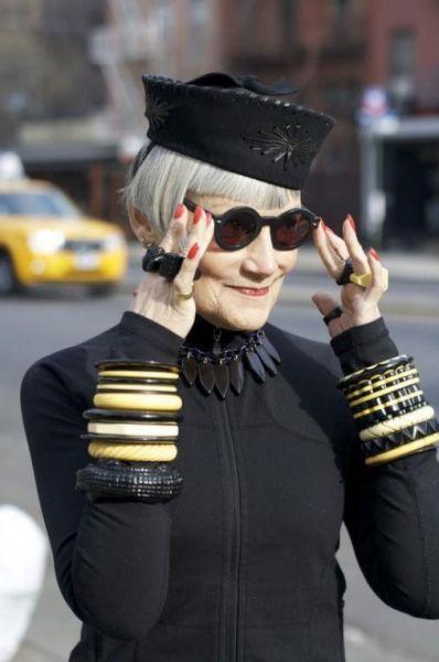 стильные женщины за 70 на фото старушка в стильной шляпке и черном пиджаке