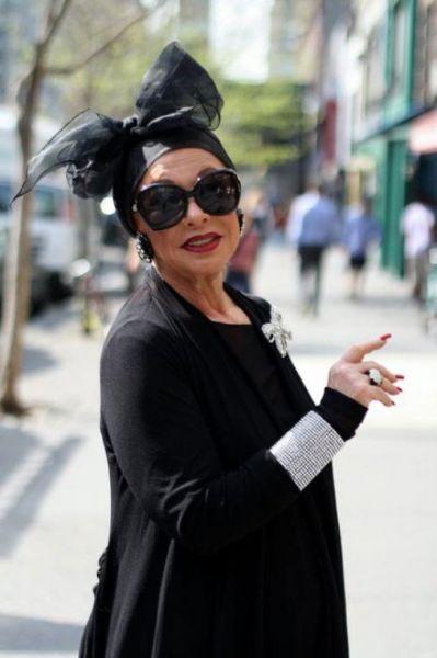 стильная женщина в возрасте на фото