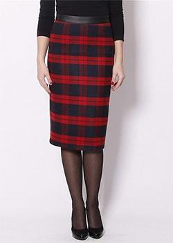 красная юбка-карандаш на кожаном поясе