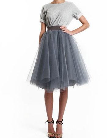 фатиновая юбка с футболкой и босоножками